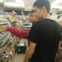 Photo taken at 7-Eleven (เซเว่น อีเลฟเว่น) by อายตุม🦄 on 10/4/2016