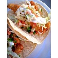 Photo prise au Ricky's Fish Tacos par Donny T. le12/29/2013