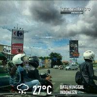 Photo taken at Perempatan Samsat Kiaracondong by Didit P. on 1/20/2013
