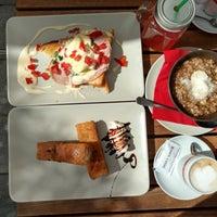 Photo taken at King's Caffe Food pub by Niklas K. on 8/5/2016