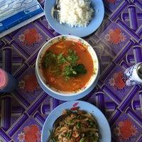 Photo taken at ป้าสำรวย อาหารตามสั่ง by NS s. on 10/2/2016