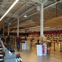 Photo prise au K&L Wine Merchants par Eric P. le11/25/2015