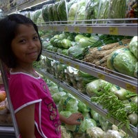 Photo taken at Giant Hypermarket by tenny w. on 1/19/2013