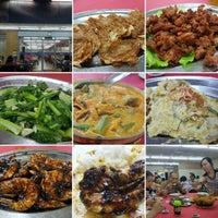 Photo taken at Ah Lye Curry Fish Head 亚来咖喱鱼头 by KYspeaks on 12/17/2016