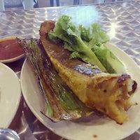 Photo taken at 33 Food Court Bukit Bintang (Medan Selera) by KYspeaks on 4/10/2013
