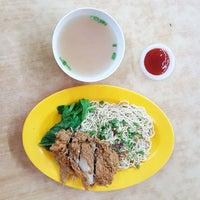 Photo taken at Restoran Lot Ten (樂天美食中心) by KYspeaks on 2/5/2016