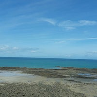 Photo taken at Plage de Saint-Pabu by Claartje M. on 8/5/2016