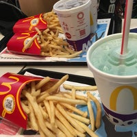 Photo taken at McDonald's by じゃんきー on 9/3/2017