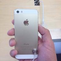 Photo taken at Apple Biltmore by Jesus C. on 9/22/2013