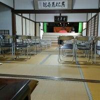 Photo taken at 宝蔵院(鉄眼一切経版木収蔵庫) by コリン さ. on 3/18/2017