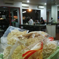 Photo taken at Soto Kudus Blok M by H|A|R|U|N|® on 1/15/2014