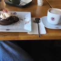 รูปภาพถ่ายที่ Coffeemania โดย Mehmet Ali M. เมื่อ 2/18/2018