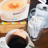 Photo taken at Shakespeare Coffee & Bistro by Rover on 2/3/2018