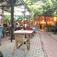 Foto tomada en Samatya Kültür Derneği Nargile Cafe Restoran por ENVER İ. el 7/12/2018