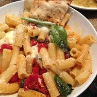 8/10/2013にKevin C.がGio's Chicken Amalfitanoで撮った写真