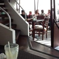 Foto tomada en Alexander Coffee por Jimena A. el 2/2/2013