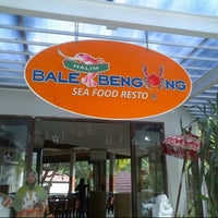 Photo taken at Bale Bengong by Syarif L. on 9/22/2013