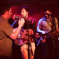 Foto tomada en Rockwood Music Hall  por Scott H. el 8/17/2013