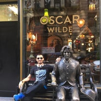 Das Foto wurde bei Oscar Wilde von Adnan am 8/5/2017 aufgenommen