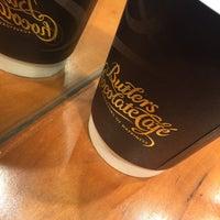 Снимок сделан в Butlers Chocolate Café пользователем Peadar d. 2/19/2016