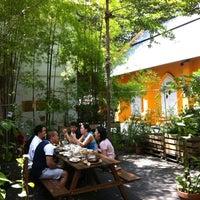 Photo prise au Artichoke Café + Bar par Lefeuvre P. le7/28/2013
