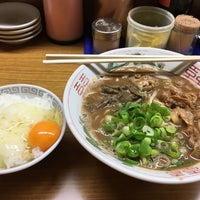 Photo taken at ラーメン東大 応神店 by NOTEたん @. on 11/25/2016