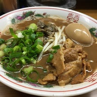 Photo taken at ラーメン東大 応神店 by NOTEたん @. on 12/28/2016