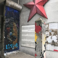 Das Foto wurde bei Mauer Museum - Haus am Checkpoint Charlie von Baltazar S. am 9/15/2017 aufgenommen