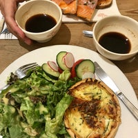 Photo taken at Le Pain Quotidien by Baltazar S. on 7/15/2017