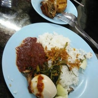 Photo taken at Restoran Nasi Lemak Lido by Royhisham on 3/13/2016