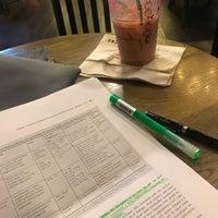 Снимок сделан в Starbucks пользователем Pakawit L. 3/25/2018
