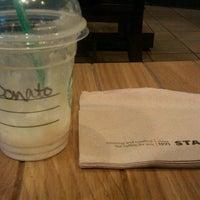 Das Foto wurde bei Starbucks von Donato L. am 10/6/2012 aufgenommen