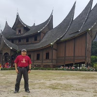 Photo taken at Istano Basa Pagaruyung by Herry G. on 9/23/2017