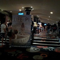 Foto tirada no(a) Balmoral Cineplex por William C. em 12/28/2012