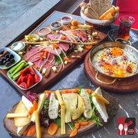 Foto tirada no(a) Boğa Kasap Steakhouse por Boğa Kasap Steakhouse em 11/11/2015