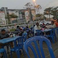 Photo taken at Restoran Fazlina Maju by Rdzdz W. on 12/17/2017