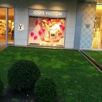 12/30/2014 tarihinde Nilüfer K.ziyaretçi tarafından Louis Vuitton'de çekilen fotoğraf