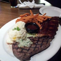 Photo taken at TGI Fridays by Alerrandro C. on 5/9/2014