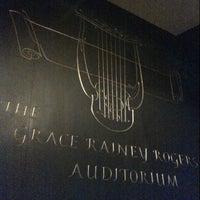5/1/2014 tarihinde Paulo B.ziyaretçi tarafından The Grace Rainey Rogers Auditorium at The Metropolitan Museum of Art'de çekilen fotoğraf