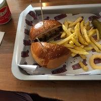 Foto scattata a Jimmy's Burger da Burak G. il 5/29/2018
