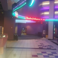 Photo taken at Regal Cinemas Willoughby Commons 16 by Cynthia R. on 12/24/2016