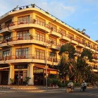 Foto tomada en Amanjaya Pancam Suites Hotel por Amanjaya Pancam Suites Hotel el 11/13/2015