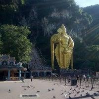 Photo taken at Sri Subramaniar Temple Batu Caves by Alif Emral A. on 3/4/2013