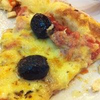 Foto tirada no(a) Via Pizza por Douglas P. em 1/11/2013