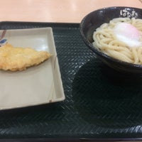 Photo taken at Hanamaru Udon by ま つ. on 8/14/2017