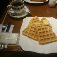 Photo taken at 珈琲茶館 集 五反田西口店 by りそ on 12/29/2015