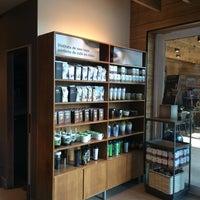Photo taken at Starbucks by Héctor M. on 6/5/2014
