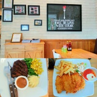Photo taken at Gowagyu Steak by Feni W. on 11/22/2014