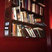 รูปภาพถ่ายที่ The Library โดย Jocelyn G. เมื่อ 11/6/2012