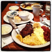 Photo taken at Cracker Barrel Old Country Store by E. J. W. on 3/24/2013
